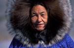 Inuitfraun im Wolfspelz