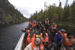 Touristenboot auf Julma Ölkky