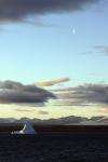 Eisberg und Mond