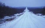 winterliche Straße bei Kilpisjärvi