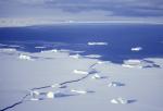 eingefrorene Eisbergflotille