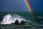 Regenbogen über Brecher