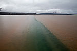 schmutziges Gletscherschmelzwasser im Fjord