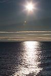 Mitternachtssonne über Storfjorden auf Spitzbergen