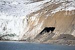 Schneehöhle auf Spitzbergen