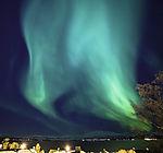 starkes Nordlicht über Kvalöya