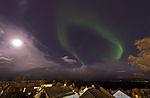 Nordlicht und Mond über Tromsö