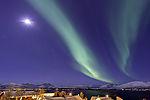 Nordlicht mit Mond und Orion