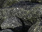 Gabbrofelsen als Küstenschutz auf Helgoländer Düne