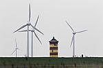 Otto-Leuchtturm in Pilsum und Windräder