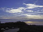 Wolken und Kondensstreifen über Helgoland