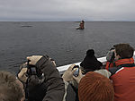 Touristen fotografieren Kjeungskjär fyr