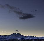 abnehmende Mondsichel über Malangen