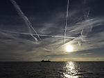 Kondensstreifen über Nordsee
