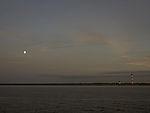 Mond über der Elbe