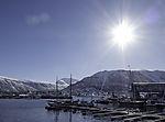 Sonne über Hafen von Tromsö