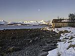 altes Bootshaus im Schnee