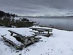 Picknickbänke im Schnee