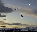 Hubschrauber bringt Weihnachtsbaum nach Tromsö