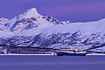 Fischdampfer im Polarmorgen