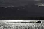 Schleppzug mit Lachskäfigen