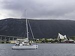 Touristen auf Segelboot in Tromsö