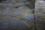 Ölverschmutzung auf der Strasse