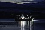 Trawler in der Nacht im Sandnessund