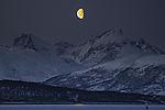 Mond über den Bergen