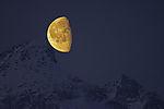 Mond am Store Blaamannen und Orvasstinden