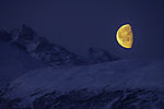 Mond am Orvasstinden und Middagsfjellet
