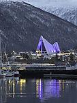 blaues Licht auf Eismeerkathedrale in Tromsö