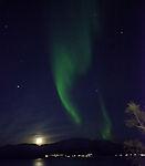 Nordlicht mit Mond und Mars