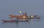 Kajakfahrer im Seenebel