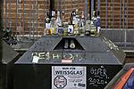 übervoller Flaschencontainer
