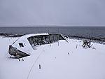 altes Boot im Schnee am Sandnessund