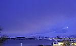 Lichtverschmutzung an Wolken über Kvalöya