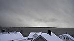 Schneewolken über kleiner Insel Grindöya