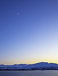 Mondsichel in Abenddämmerung