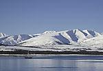 Segelboot und Eiderenten, vor Skitnskardfjellet, Somate5ria mollissima
