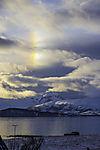 Nebensonne und Wolken über Kvalöya