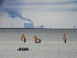 Wassersport und Kohlekraftwerk