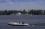 Tretboote auf der Außenalster