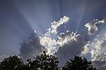 Wolken und Sonnenstrahlen über Hamburg
