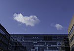 Wolken über Bürohaus