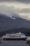 Hurtigruten Expeditionsschiff Otto Sverdrup bei Tromsö