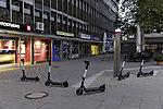 E-Roller auf Fußweg